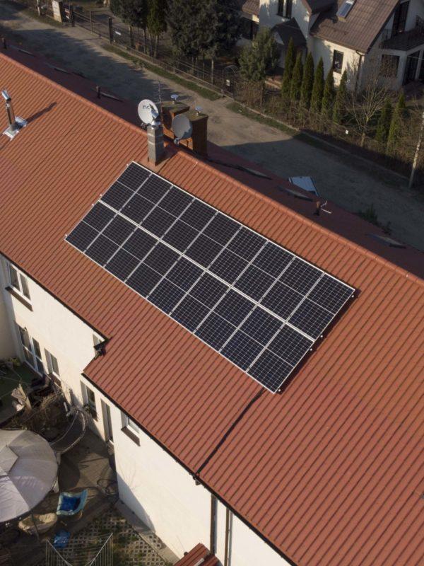 instalacja fotowoltaiczna na dachu Marki